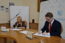 podpisanie umowy termomodernizacja siedziby Skałki